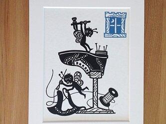 童話切り絵「小人の靴屋」の画像