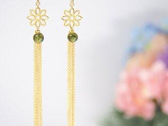 お花のロ~ングピアス オリーブ色の画像
