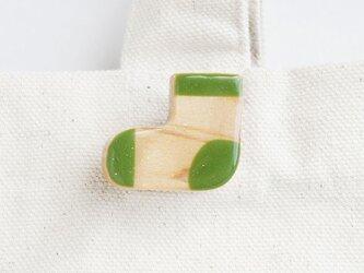 木の靴下ブローチ 緑の画像