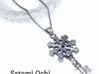snow crystal 鍵ネックレスの画像
