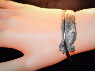 羽根ブレスレットの画像