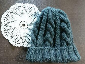 ケーブル模様のニット帽の画像