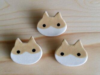 猫ブローチ(茶白はちわれ)の画像