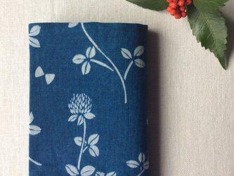 【ご自宅用】藍染め ブックカバー「 花降る日」の画像