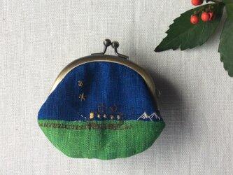 染色とししゅう 豆がま口「夜行列車と白い山」の画像