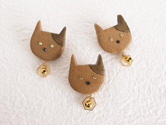 鈴の音の猫ブローチの画像
