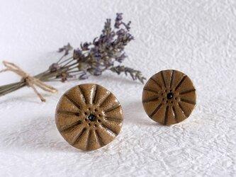 カフェオレ色のお花ブローチの画像