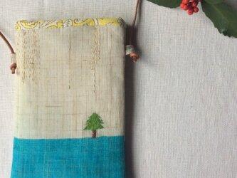 染色とししゅう 小さなポシェット 「冬の日、ひかる朝。」の画像