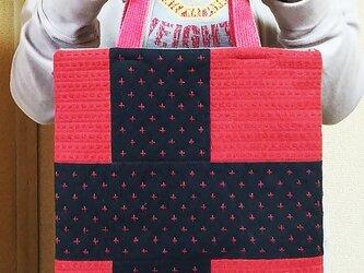 パッチワークのトートバッグ(赤)の画像