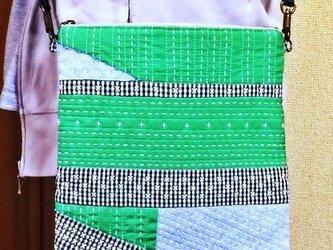 パッチワークのポシェット(緑)の画像