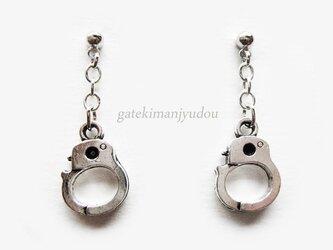手錠と鎖のピアス【イヤリング等変更可】の画像