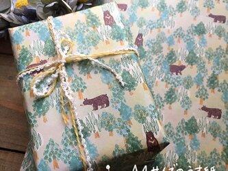 A4サイズのうす紙【ツキノワグマの森】の画像