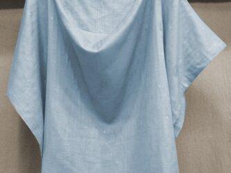 おくるみに使える授乳ケープWガーゼ  ブルー×星シルバー 綿100%の画像