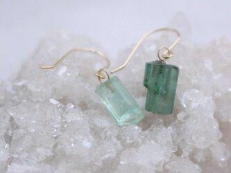 Rough Rock Green Tourmarine pierced earrings トルマリンの原石ピアスK18の画像