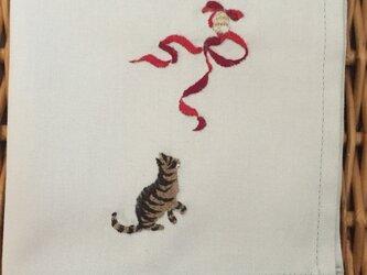 ハンカチ 猫のクリスマス刺しゅう(リボン)の画像