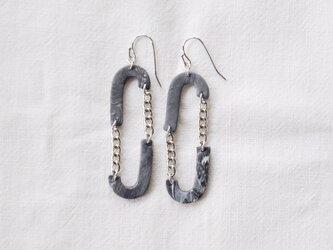 oval earringsの画像