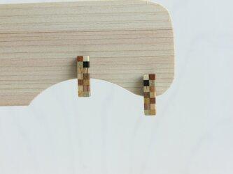 寄木の小さなレクタングルピアスの画像