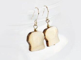 木製ちょいこげ食パン ピアスの画像