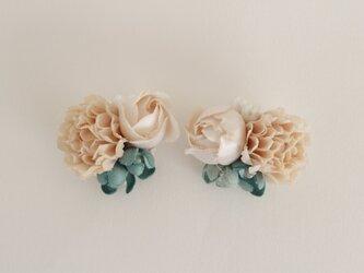 花束のイヤリングの画像