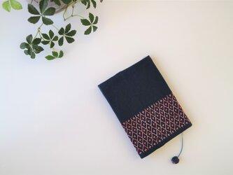 ピンクグラデーションの 刺し子ブックカバー(あかね)の画像