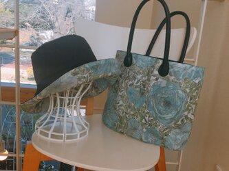 送料無料 リバーシブル雨晴れ兼用帽子  リバティ 57から59cmとお揃いバッグの画像