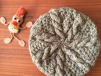 ケーブル模様のベレー帽の画像