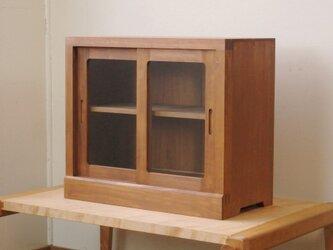 框組みの小さな戸棚 茶色 クリアガラスの画像