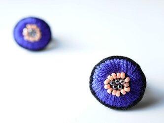<Stella~遊び好きの星~>刺繍ピアス◎アスター色の星◎パープル/紫◎2wayの画像