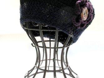 黒とネイビーのベレー帽 お花のコサージュ付きの画像
