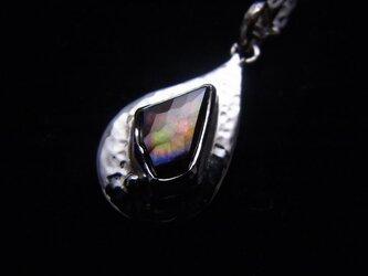 虹色レインボーガーネットのしずくペンダントの画像