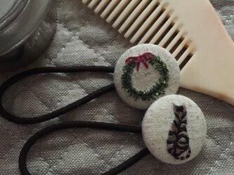 ヘアゴム 猫とクリスマスリースの画像