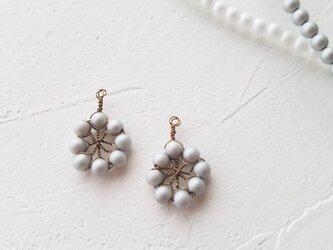 北欧 花のイヤリングorピアス(マットグレー)の画像