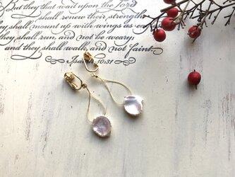 A様オーダー品  淡水ケシパールの花びらのようなイヤリングの画像