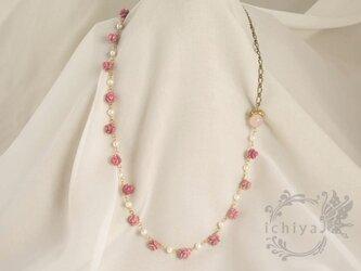 薔薇うさぎネックレス ローズクォーツ、ロードナイト、パールの画像