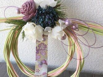 西陣織リボンのラタンしめ飾り・グリーンピンク【プリザ+造花+ドライ】お正月の画像