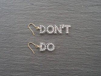 Do or Don't メッセージピアスの画像