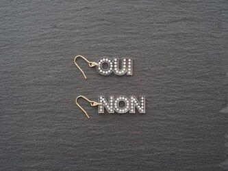 OUI NON メッセージピアスの画像