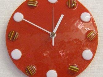 おしゃれで可愛いインテリアにもなるアートな赤い時計T28の画像
