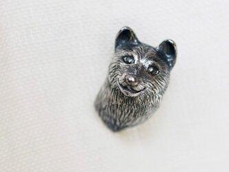 柴犬の犬ピンブローチの画像