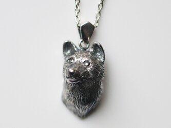柴犬の犬ネックレスの画像