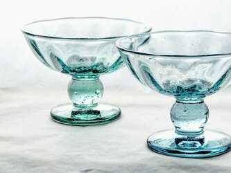 ブリキ色のアイスクリームカップの画像