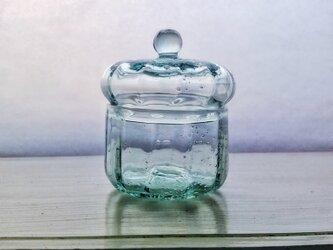 ブリキ色のガラスの小箱の画像