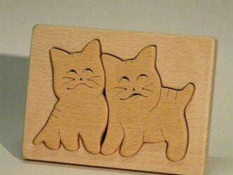 木のパズル 二匹のスマイル子猫の画像