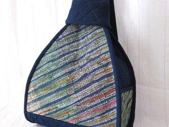 ☆セール☆ 裂き織りの三角リュック(紺とマルチカラー)の画像