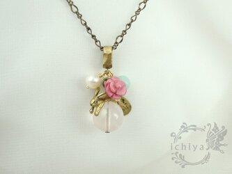 玉のり薔薇うさぎペンダント ローズクォーツ、ロードナイトの画像