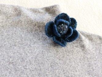 ニットの花のブローチ・八重の画像