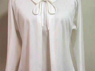 リボン大好き小さい衿付きTシャツ(オフ白)の画像