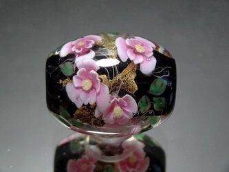椿のとんぼ玉(ガラス玉)金箔入りの画像