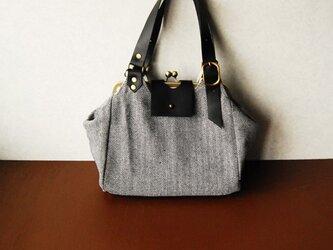 「冬季限定」ウール素材のがま口ショルダーバッグ  グレー×ブラック 革の画像