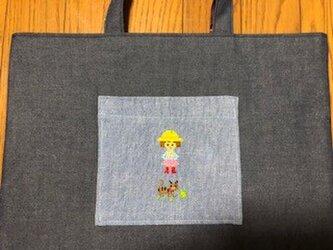 1点限定★レッスンバッグ*クロスステッチ刺繍★女の子と猫*通園通学の画像